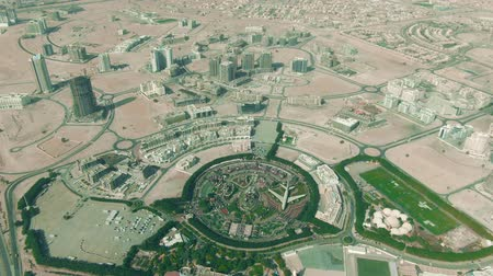 посетитель : Aerial shot of the Dubai Miracle Garden within cityscape, UAE