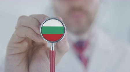diagnóstico : Doctor uses stethoscope with the Bulgarian flag. Healthcare in Bulgaria