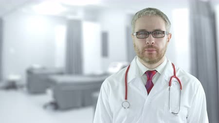 очки : Portrait of a confident doctor in the modern hospital ward. Shot on Red camera Стоковые видеозаписи