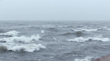 relaks : Strong waves caused by strong winds.