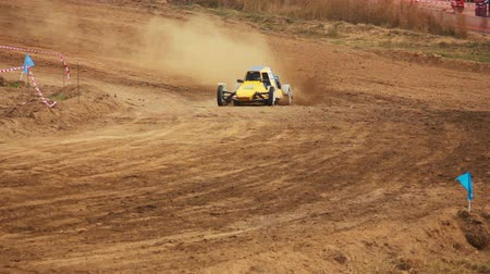řidič : Autocross on a dirt road by car buggy