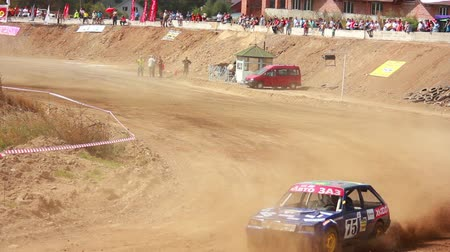 wyscigi : Autocross on a dirt road in a sports car Wideo