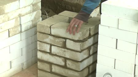 kamień : Lay down a brick wall of white brick Wideo