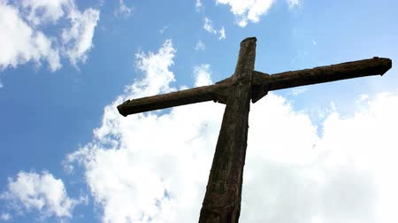 religioso : Cross against the sky in which the clouds are flying fast