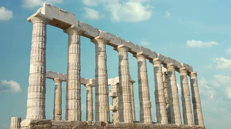 řek : The ruins of ancient buildings, the classic greek columns, timelapse