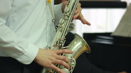 trąbka : Mans hands playing a wind instrument Wideo