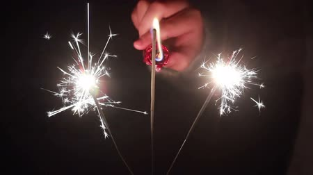 Бенгалия : Mans hand lights a sparkler