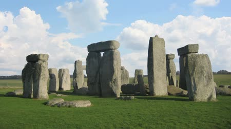 mistério : Stonehenge clouds fly fast