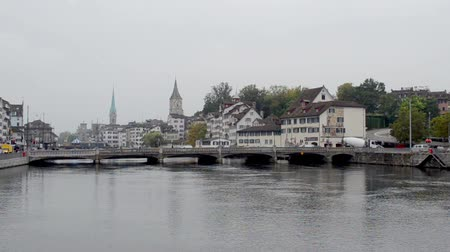 történelmi : Town in Switzerland on the shore of the River on a cloudy day