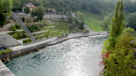 dlaždice : Town in Switzerland on the shore of the River on a cloudy day