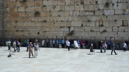 hacı : Jews pray near the Western Wall in Jerusalem, Israel Stok Video