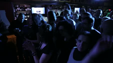 bares : Crowd at the bar on rock concert