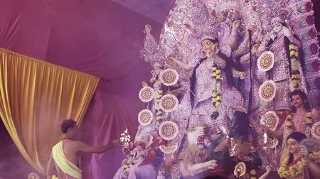 dussehra : DELHI, NEW DELHI, INDIA - 11 OCTOBER 2015: Saint is doing pooja of goddegss durga. It is the biggest festival of Hinduism and specially celebrating in kolkata Stock Footage