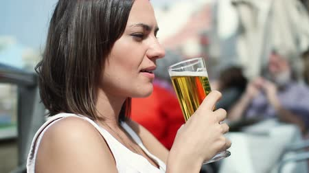 cerveja : Young attractive woman drinking beer, outdoors