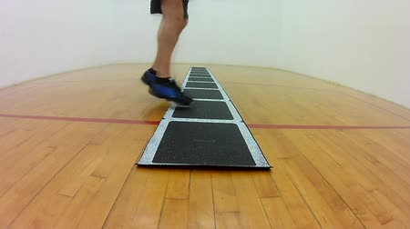 подготовке : Athletic lateral movement alternating feet with rotation footwork drill