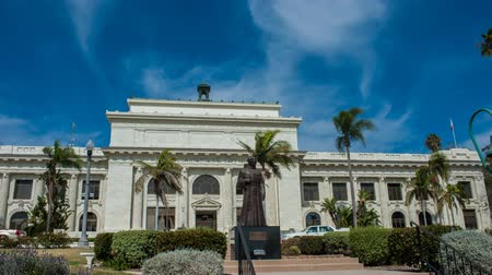 Time Lapse editorial of Ventura City Hall building with Father Serra statue on sunny day. October 13, 2016. Стоковые видеозаписи