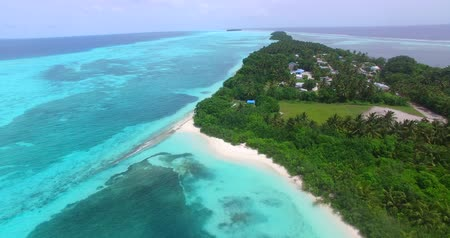 Мальдивы : Maldives beautiful beach background white sandy tropical paradise island with blue sky sea water ocean 4k aerial drone flying flyover birds eye Стоковые видеозаписи