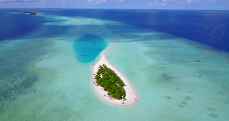 Мальдивы : v09591 vacation in maldives tropical islands with view from aerial flying drone on white sand beaches and blue sky and sea