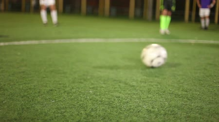 penas : Ball kick. Football player strikes a ball (shot on goal) in soccer match. Stock Footage