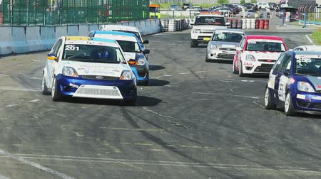 гул : Start of the race, all cars roar and drive rapidly, competition beginning