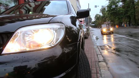 bok : Wet road city traffic, cars drive lights on Dostupné videozáznamy