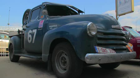 klassiek : Chevrolet Pick-Up Advanced Design 1947, retro vintage auto model Stockvideo