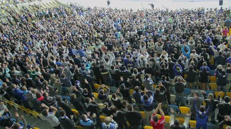 estádio : Thousand supporters of football team clap in sync, stadium match