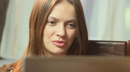 bate papo : Happy pretty female making video call Stock Footage