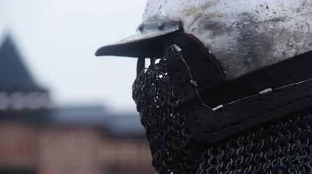 reencenação : Close-up of medieval knight wearing steel helmet with chain mail face mask