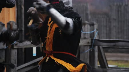 reencenação : Mighty knight attacking rival with sword during tournament, medieval competition Stock Footage