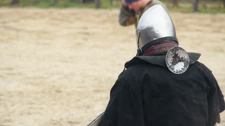 reencenação : Medieval knights shaking hands with respect, draw a tie in martial competition