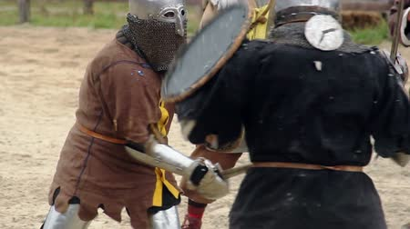 reencenação : Brave knight challenging rival to fight, two men reenacting medieval tournament