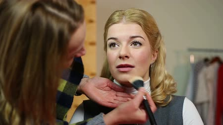 greasepaint : Professional artist applying makeup on set. Actress getting ready for filming Stock Footage