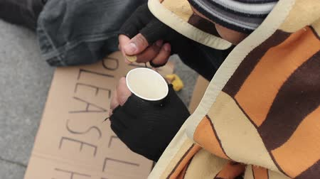 pieski : Male beggar counting money and putting in paper cup, sadness and poverty Wideo
