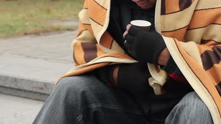 pieski : Homeless man counting money and thinking about his life, destitution, poverty Wideo