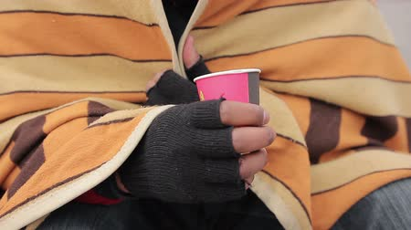 dobrosrdečný : Poor mans hands holding paper cup for charity, goodhearted people giving money
