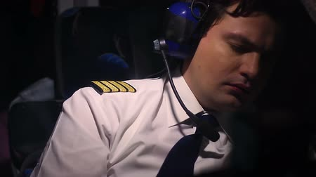 tényező : Male pilot feels sick, having heart attack during flight, human factor at work Stock mozgókép
