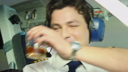 tényező : Irresponsible pilot drinking alcohol before flight, professional negligence Stock mozgókép