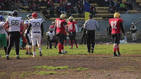 замена : End of match half in American football, rival teams exchanging sides of field