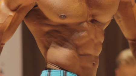feszült : Close-up of tense male torso muscles, bodybuilder physique, perfect six-pack abs