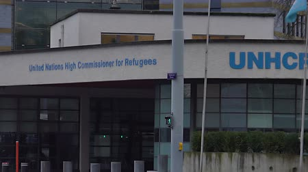 sürgün : UN High Commissioner for Refugees office in Geneva, rights of displaced people Stok Video