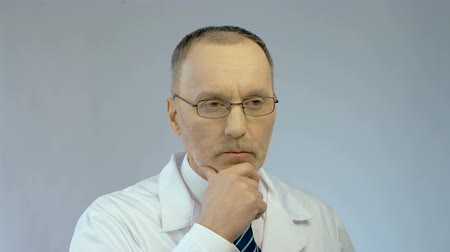 feszült : Serious face of male therapist or scientist thinking hard about complex problem Stock mozgókép