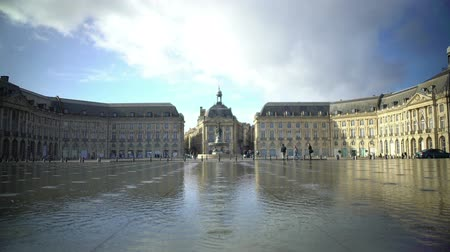 realeza : Panorama of large mirror like fountain at Place de la Bourse in Bordeaux, France