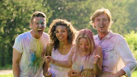amigos : Excited group of friends soaking wet at Holi festival, summer holiday, happiness