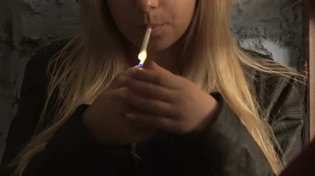 çakmak : Girls lighting up cigarettes and having a smoke over small talk in the basement Stok Video