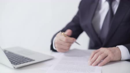 lucrative : Enterprise leader signing sales contract, lucrative deal with business partner Stock Footage
