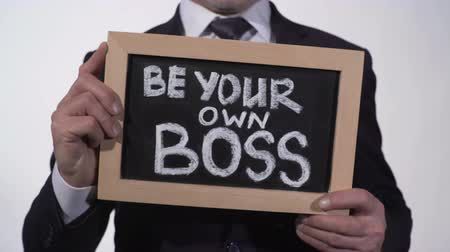 suécia : Be your own boss phrase on blackboard in businessman hands, startup company