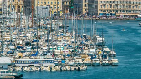 плотно : Yachts and boats moored in Old Port of Marseille, timelapse of moving vessels