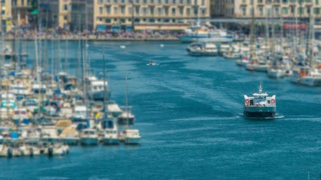 плотно : Busy traffic in Old Port of Marseille, boats sailing into open sea, timelapse