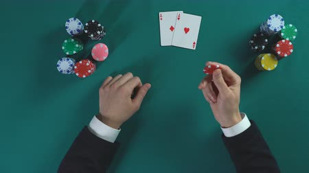 riskli : Successful poker player got pair of aces, businessman making strategic decision